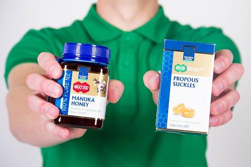 my na boľavé hrdlo takto - med a cukríky
